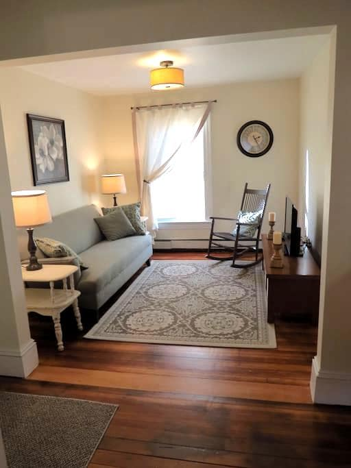 Quaint Vermont Village Apartment 4 - Windsor - Apartamento