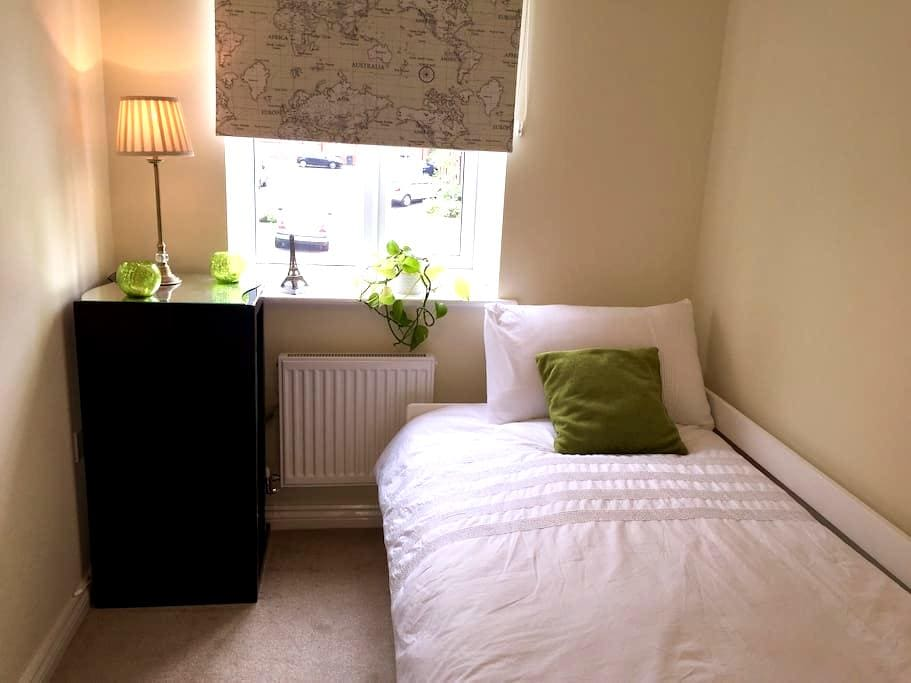 Lovely Bedroom - Bradford - Hus