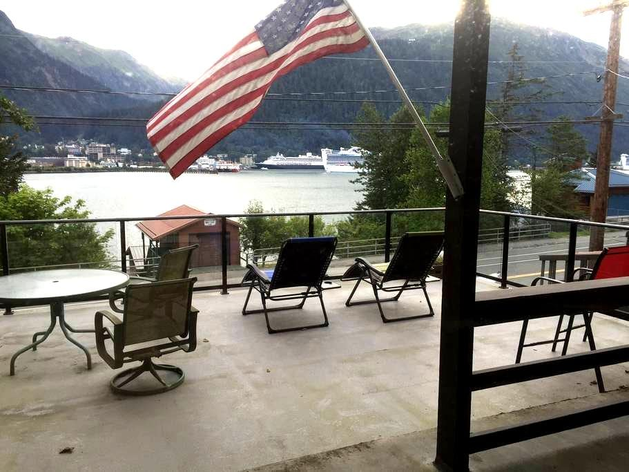 Awesome view of Juneau city lights - Juneau - House