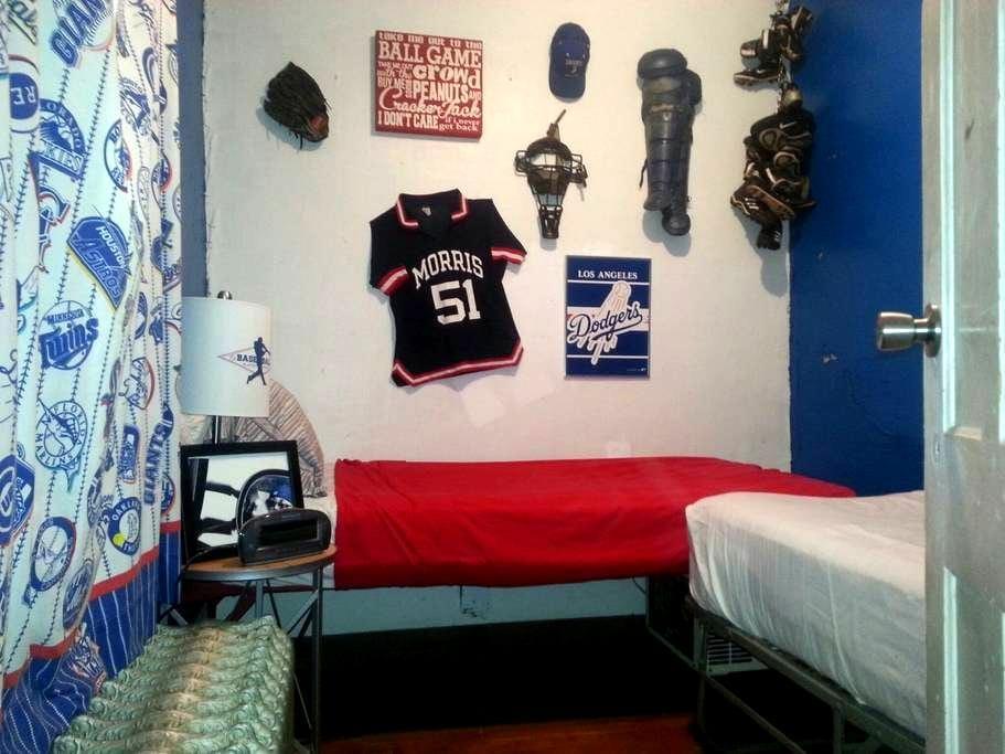 Baseball Room--The House on High St - Garrattsville - Maison