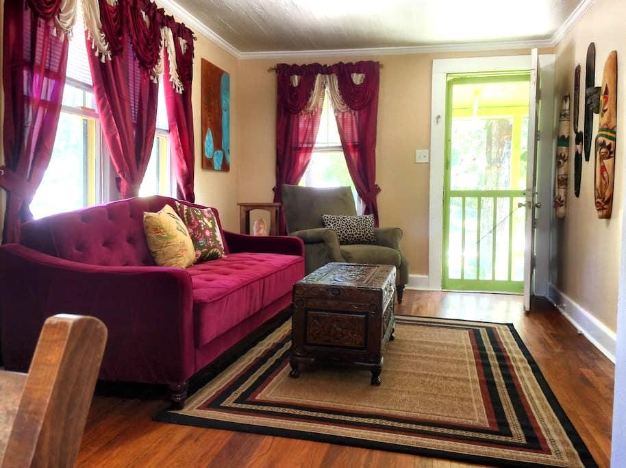 Relaxing Cottage Perfect for Couples and Singles - Pensacola - Rumah Tamu