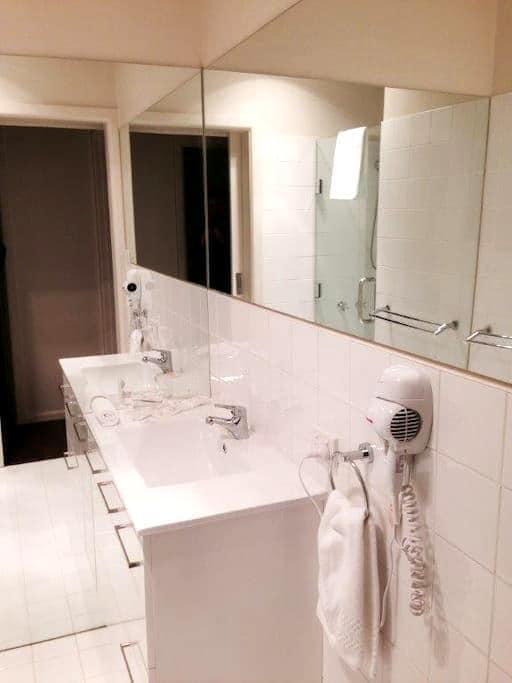 Executive Room 3, 4 or 5 - Trafalgar - Apartmen perkhidmatan