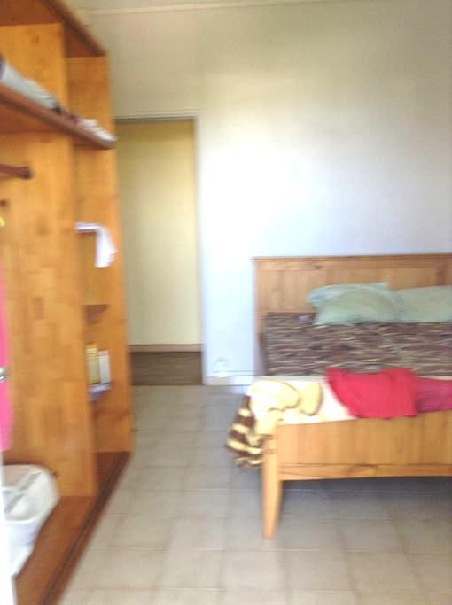 chambre a louer dans une villa - Saint-Gilles les Bains - Hus