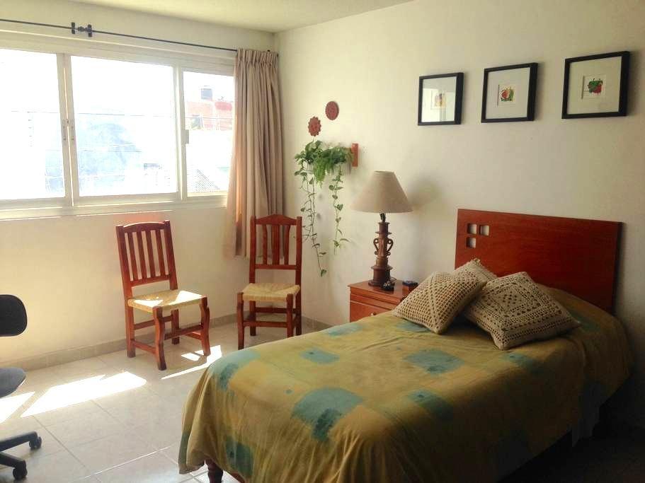 Cómoda habitación individual o doble, con baño - León