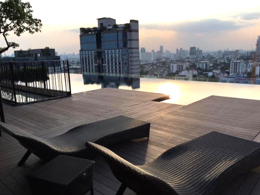 Comfy 1BR Rooftop Pool Subway WIFI - Bangkok