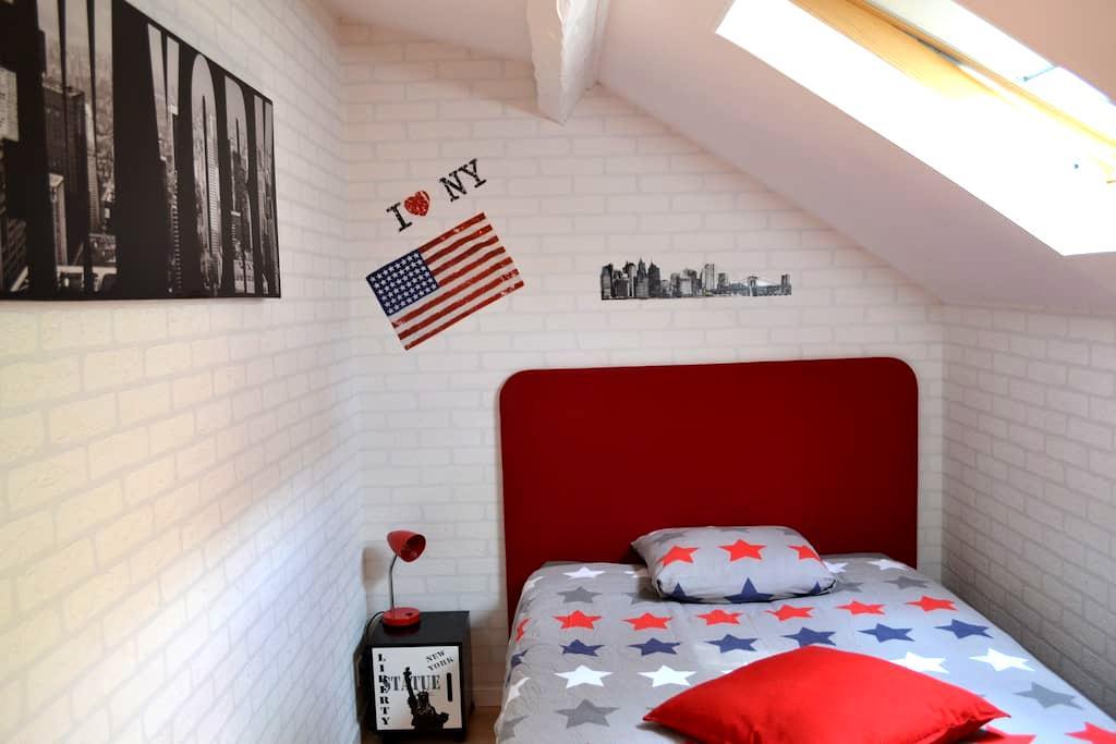 Chambre Camille +TV+pti déj', sans frais de ménage - Besançon - House