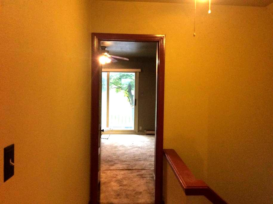 Upper flat in midtown - Milwaukee