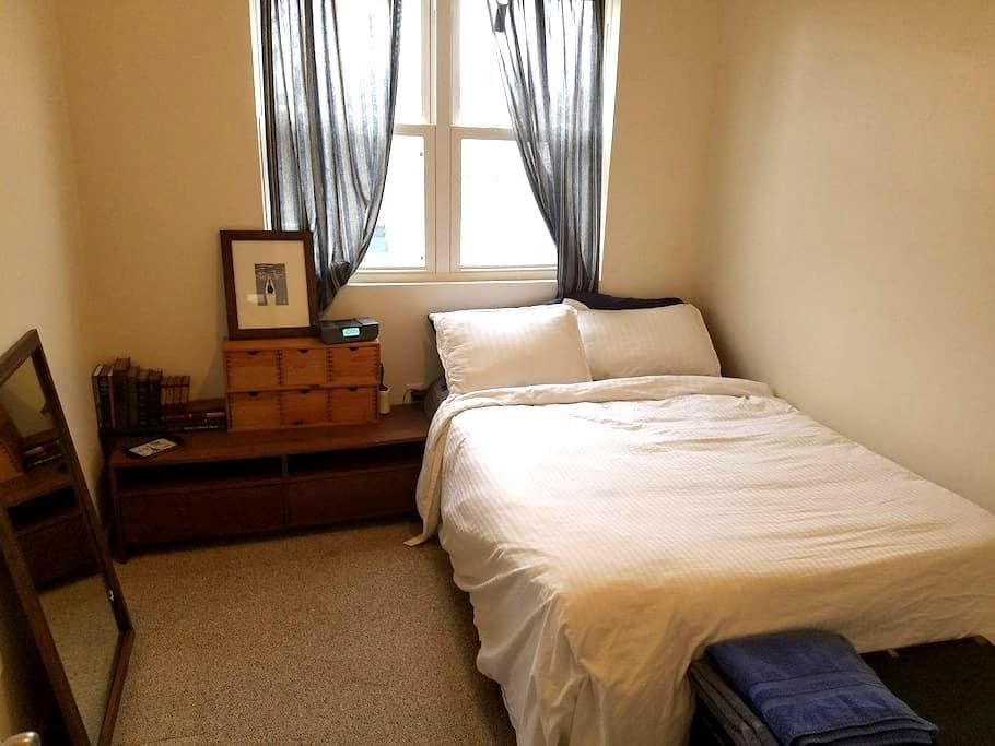 Private Bedroom One Block from Nationals Stadium - Washington - Casa