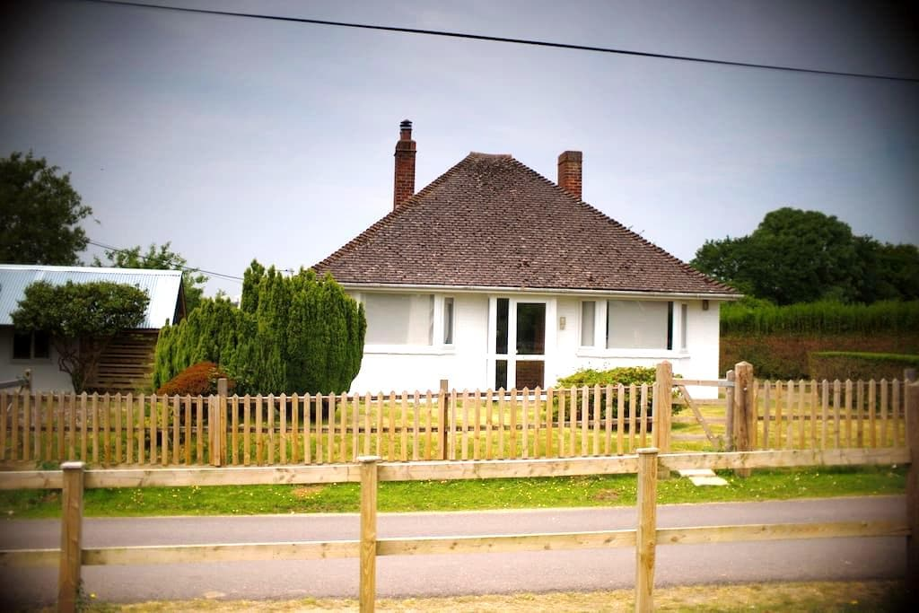 Cute cottage in lovely location - East End - Huis