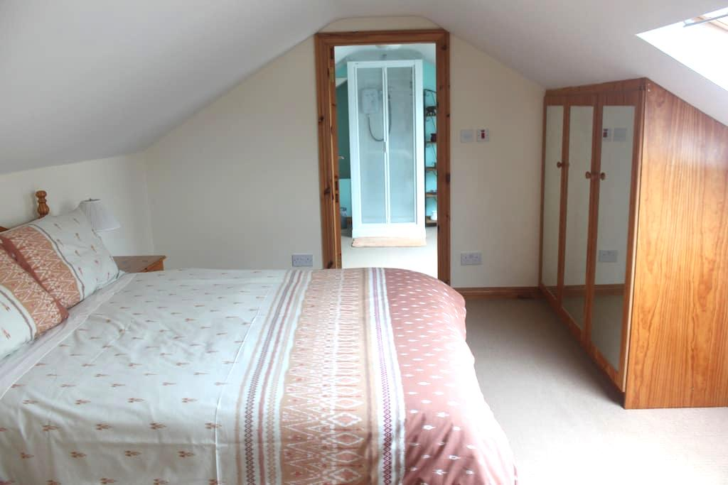 Double bedroom/ensuite, own kitchen/living area - County Donegal - Apartment