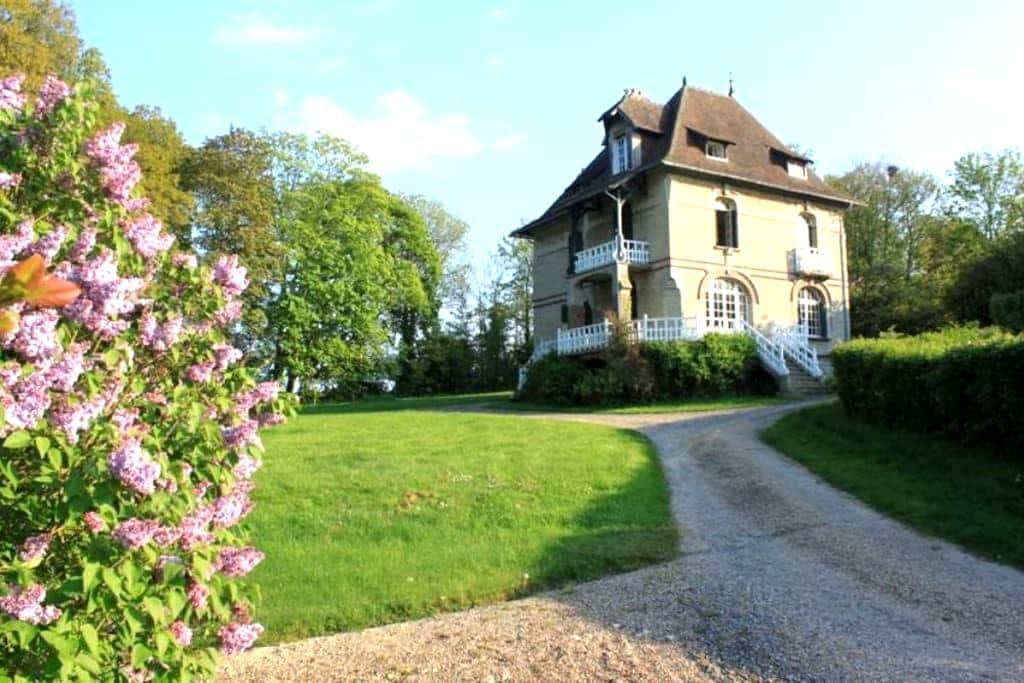 Maison familiale vue mer & campagne - Sallenelles - Huis