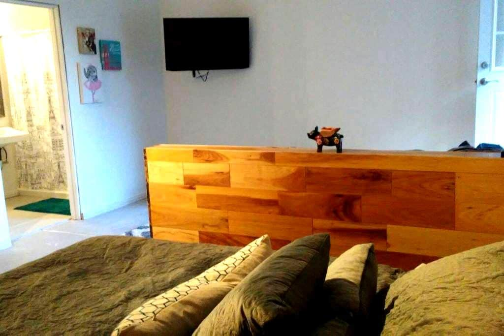 Room with Private Entrance and Bath - San Pablo - Talo