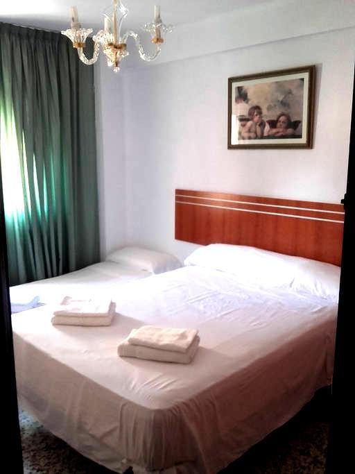 COMFORTABLE ROOM 3-5 MALAGA CAPITAL - Málaga - Lägenhet