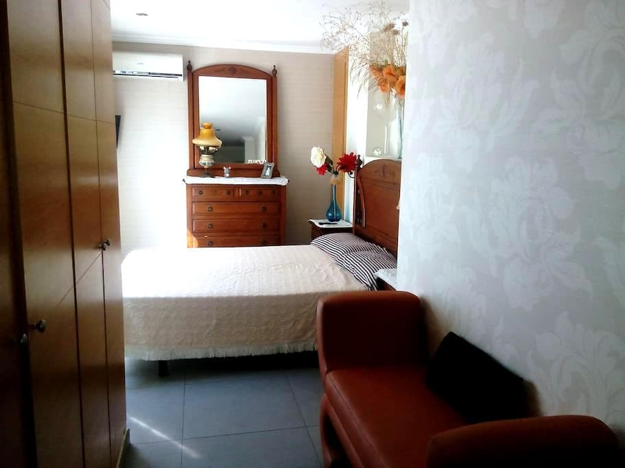 alquilamos una habitacion  en un atico - Borriana - Apartmen