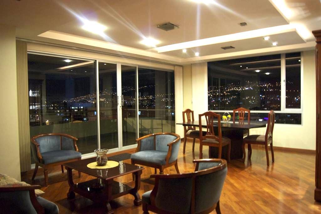 NICE APT -  VIEW WITH POOL & SAUNA - Quito