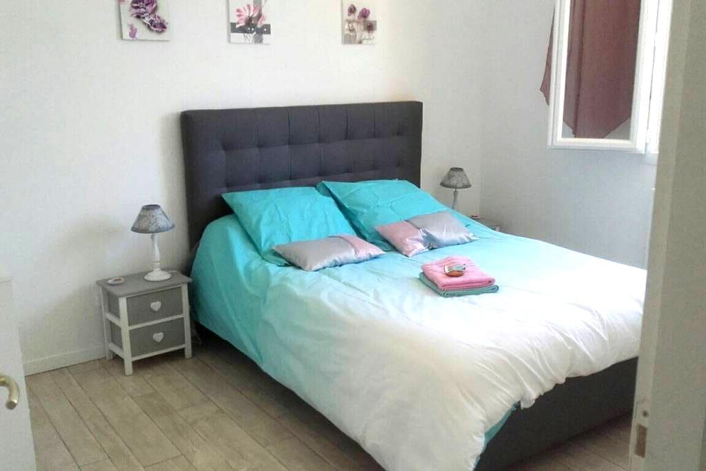 A bedroom near Chambord - Mont-prés-Chambord - Casa