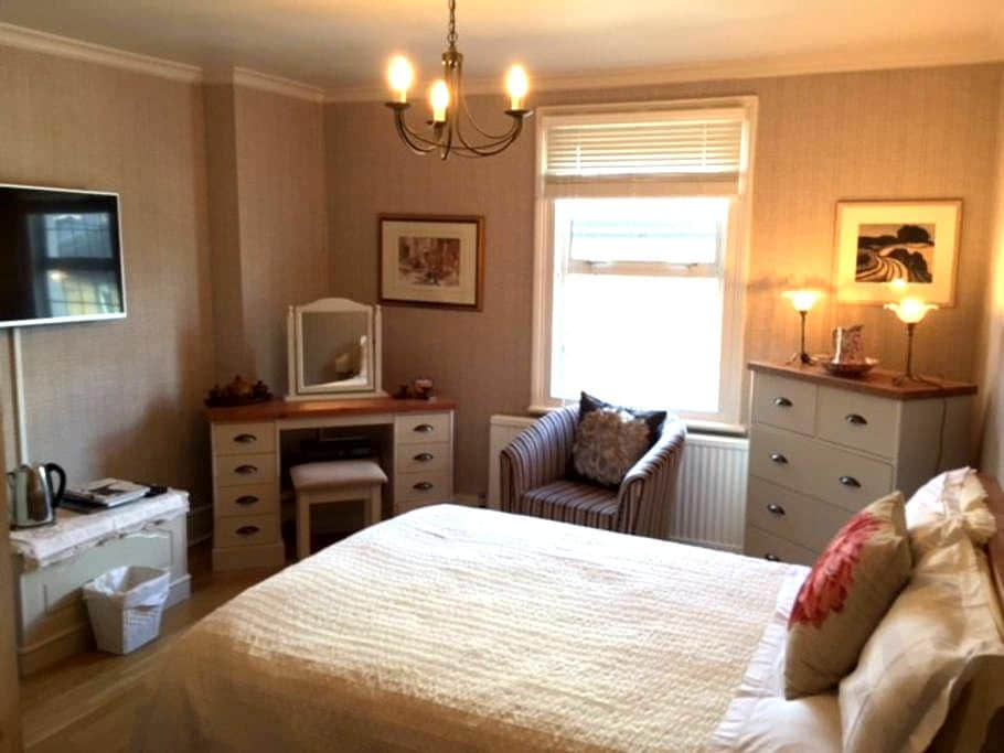 Charming room in period house - Harrow - Rumah