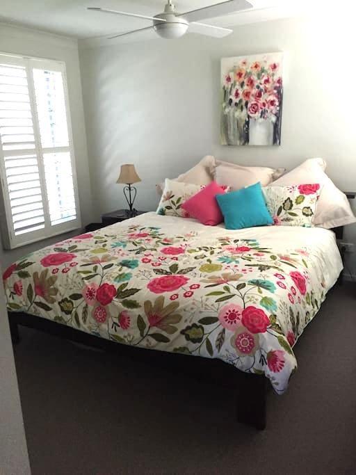 Beautiful beachside apartment. - Dicky Beach - Leilighet