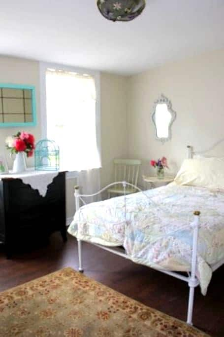 Ginger Beer Cottage - The Garden Suite - Charlottetown - Chambre d'hôtes