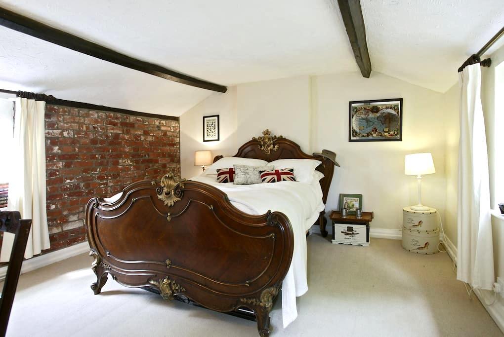 Characterful room in Tudor Home - Lenwade - Huis