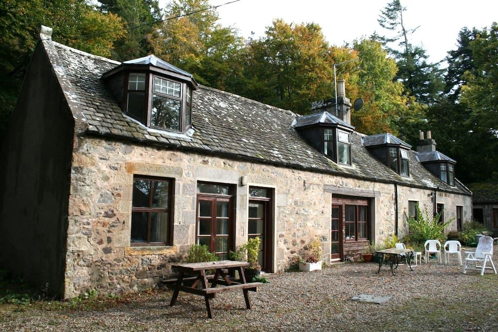 Cosy traditonal cottage at Auchinroath House - Rothes - Inny