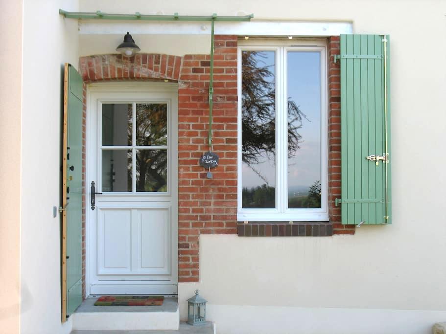 """Petite maison de charme """"Côté Jardin"""" - Bussy-en-Othe"""