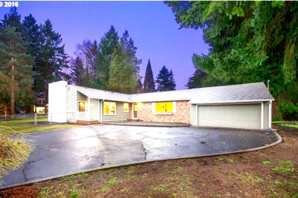 8min to PDX, 24hrs via Private Entrance, 580sqft - Vancouver