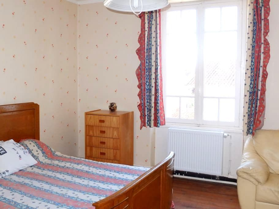 bedroom in house to rent - Carmaux - Haus