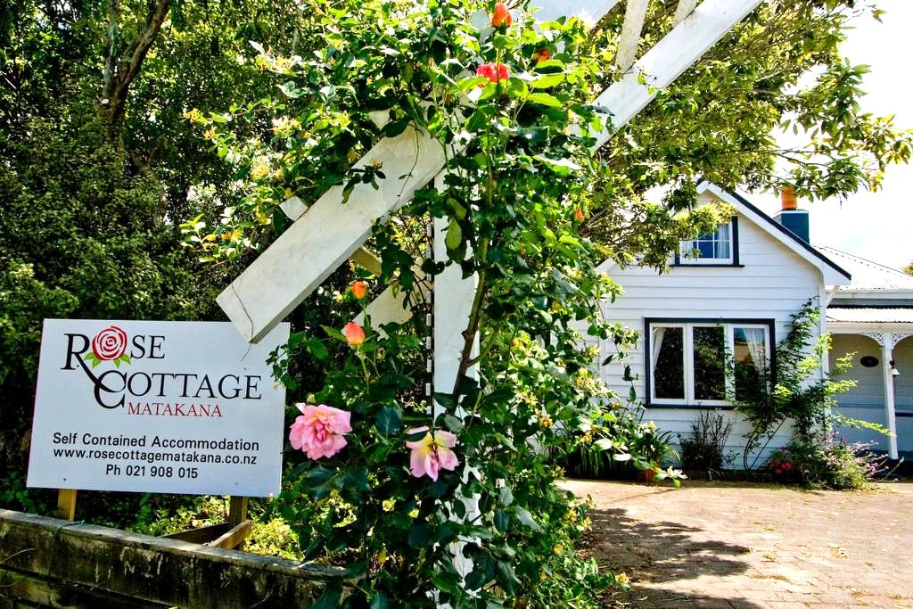 Rose Cottage Matakana - Matakana - Casa
