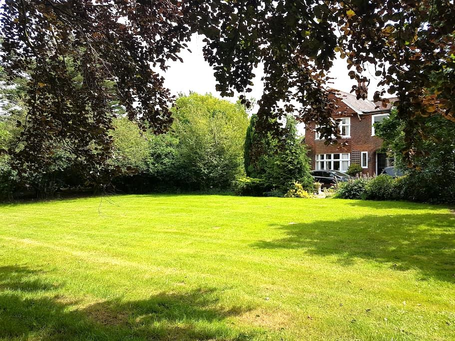 Private and secluded house with extensive grounds - Suffolk