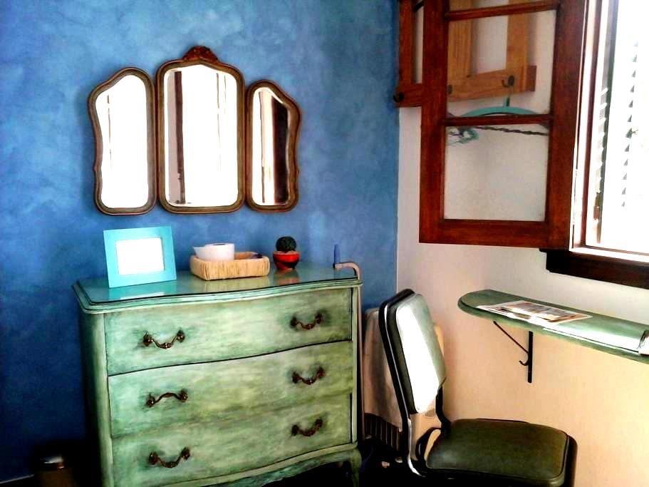 Habitación en suite en Caballito con cocina y sala - บัวโนสไอเรส - บ้าน