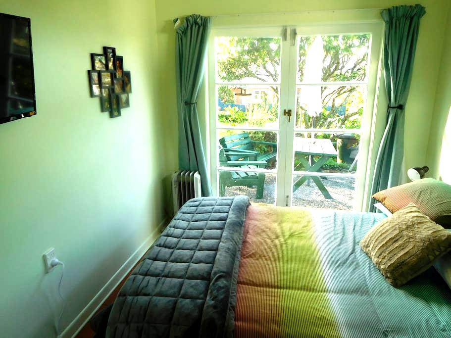 Great location, own bathroom - Auckland - Bungalo