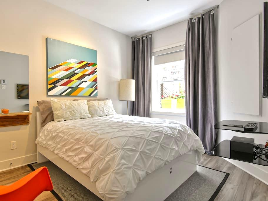 BedrBedroom A: Space,Cleanliness, Design, Location - Montréal - Apartment