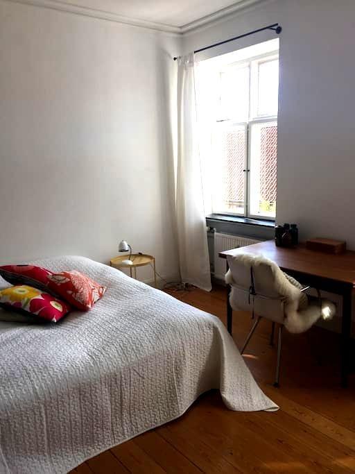 Stort charmerende dobbeltværelse i Sorø centrum - Sorø - Apartment