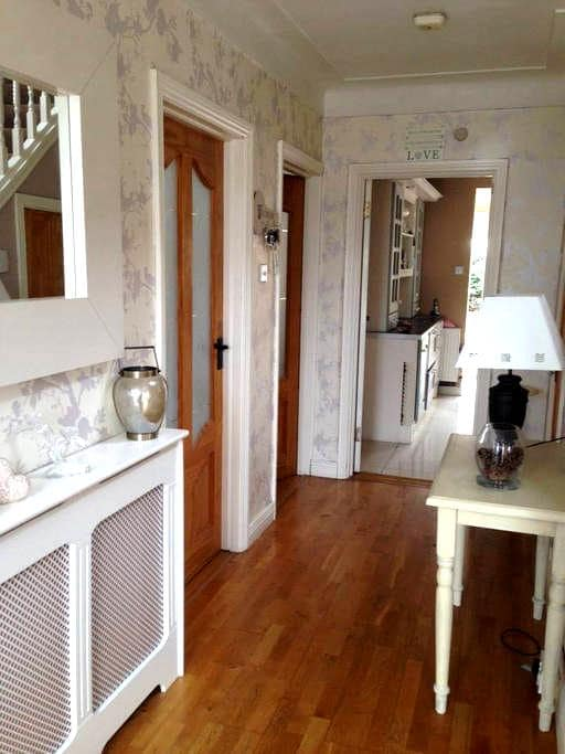 Triple room family special - Sutton - Hus