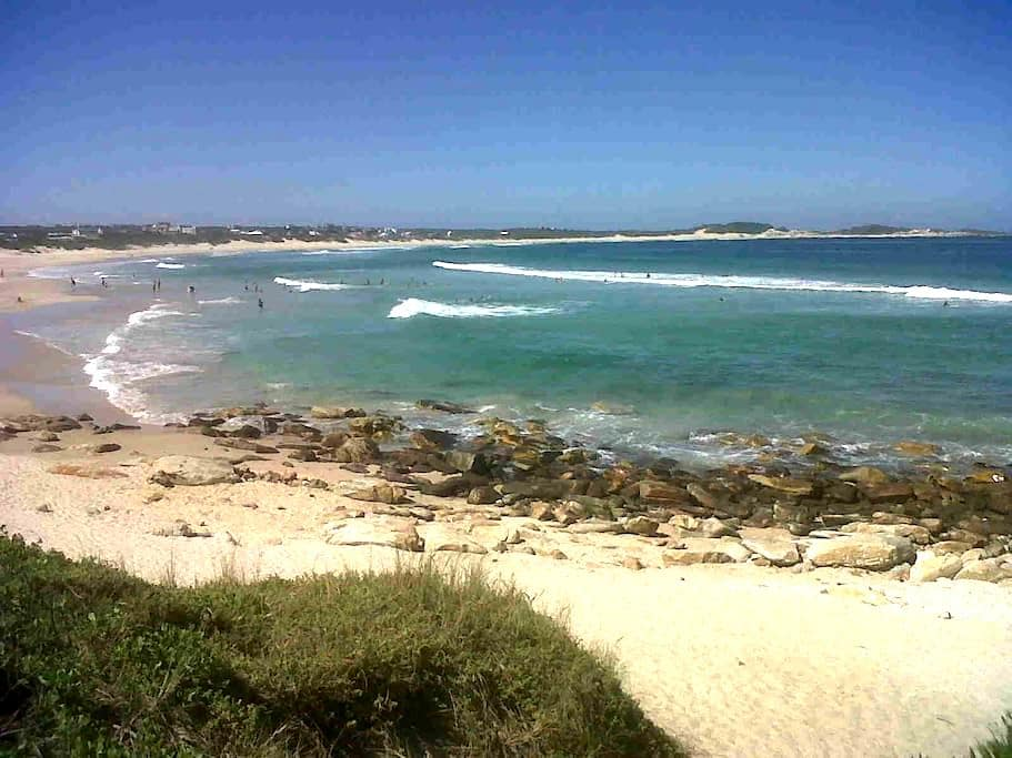Stonesthrow Self Catering Beach Getaway - Cape Saint Francis