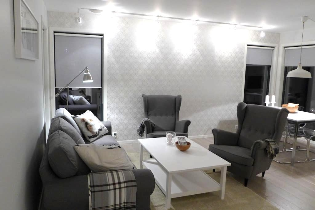 Modern apartment with own terrace and lawn - Stord - Apartment