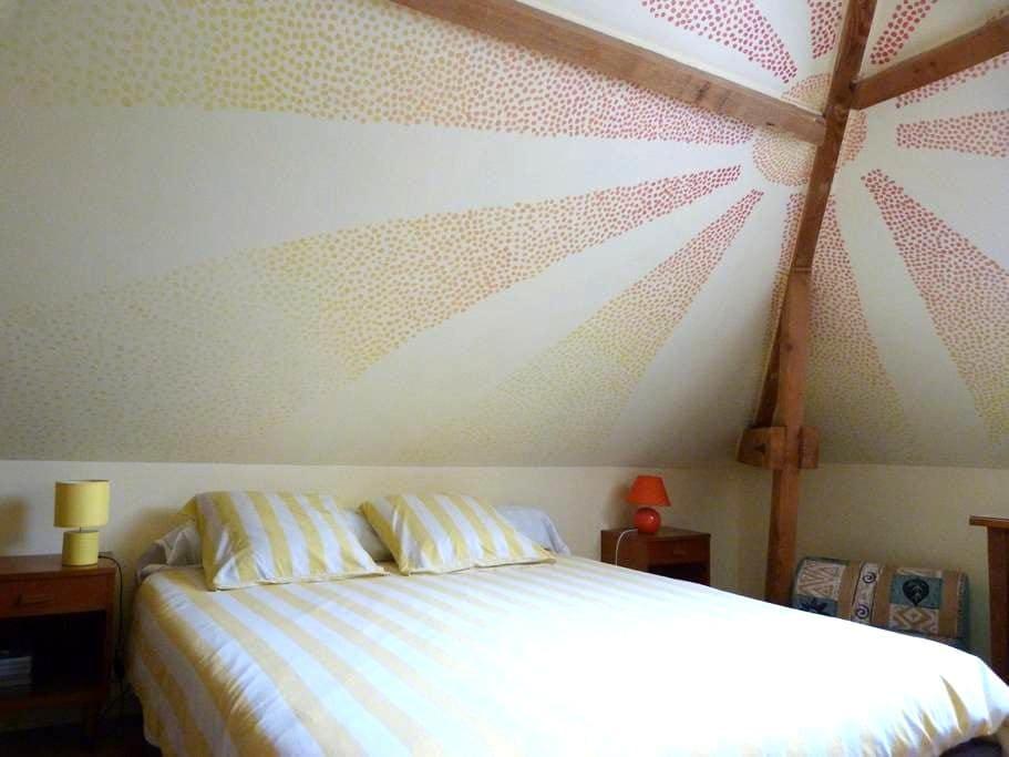 Bright room in quiet neighbourhood - Saint-Jean-le-Blanc - Hus