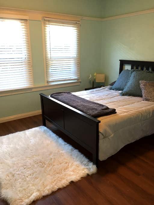Spacious Room in a house , DTLA - Los Angeles - Talo