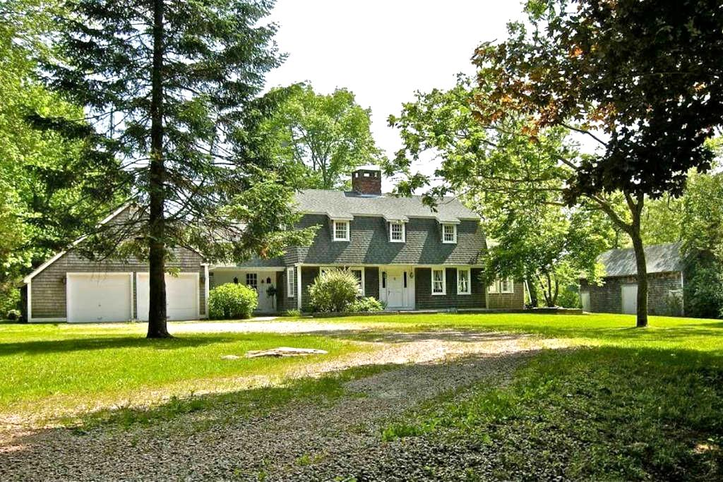 Large estate with pond near beaches - Hopkinton - Hus