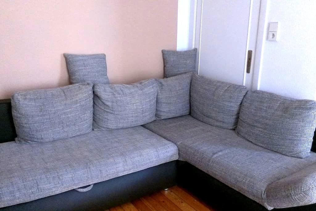 cozy couch in perfect location - Brema - Apartament