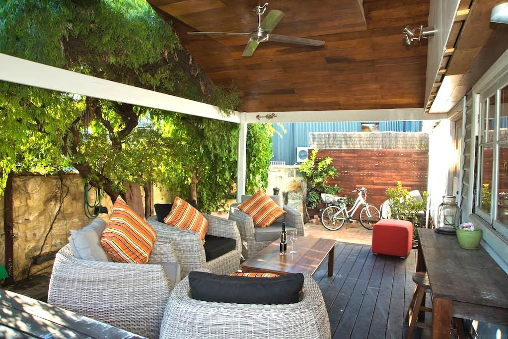 Cosy Freo Cottage - Beaconsfield - Hus