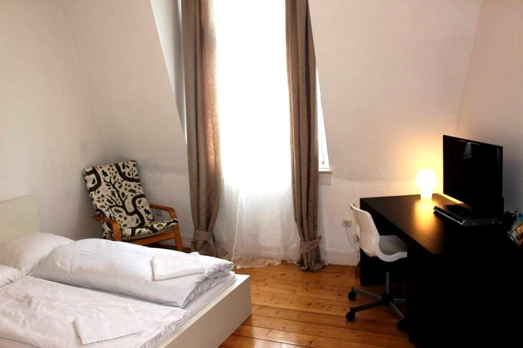 Your Central Place Your'll Call Home In Frankfurt - Frankfurt am Main - Huoneisto