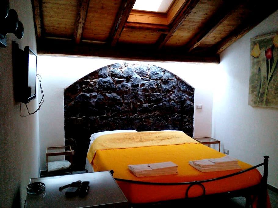 Dependance con patio in villa B&B Etna-mare 2 km. - Acireale