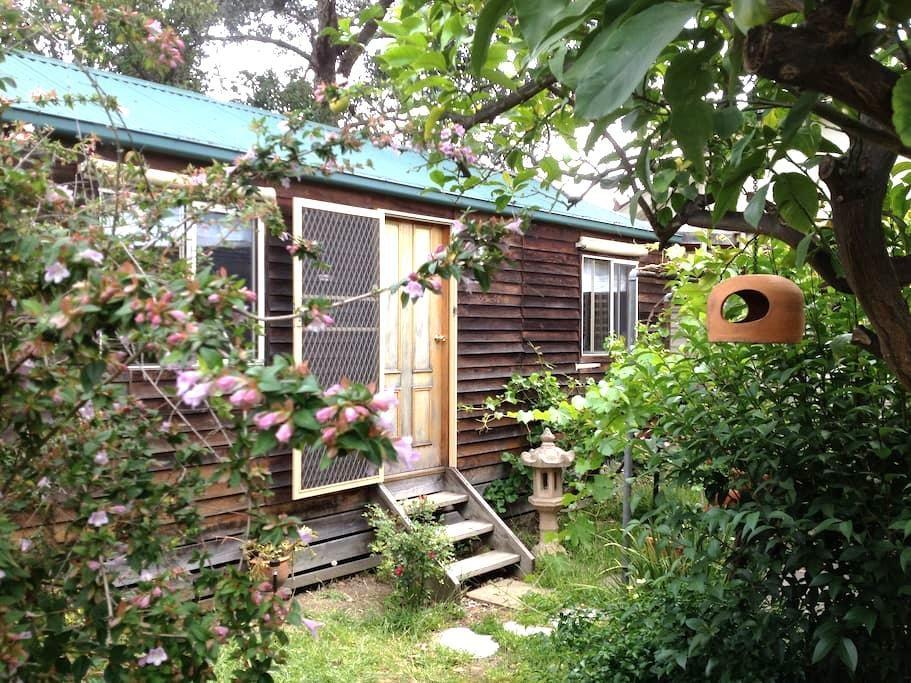 Mediterranean Garden Cottage - Thornbury