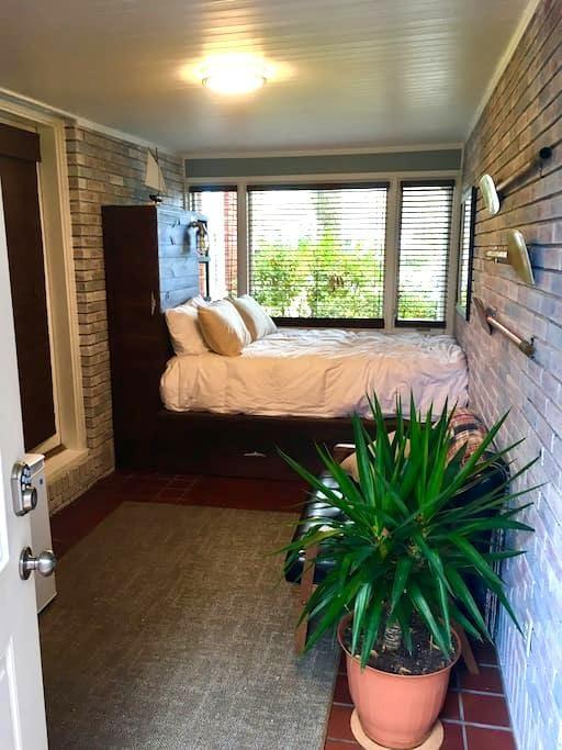 Coastal Studio - Close to Beach & Downtown - North Charleston - Apartment