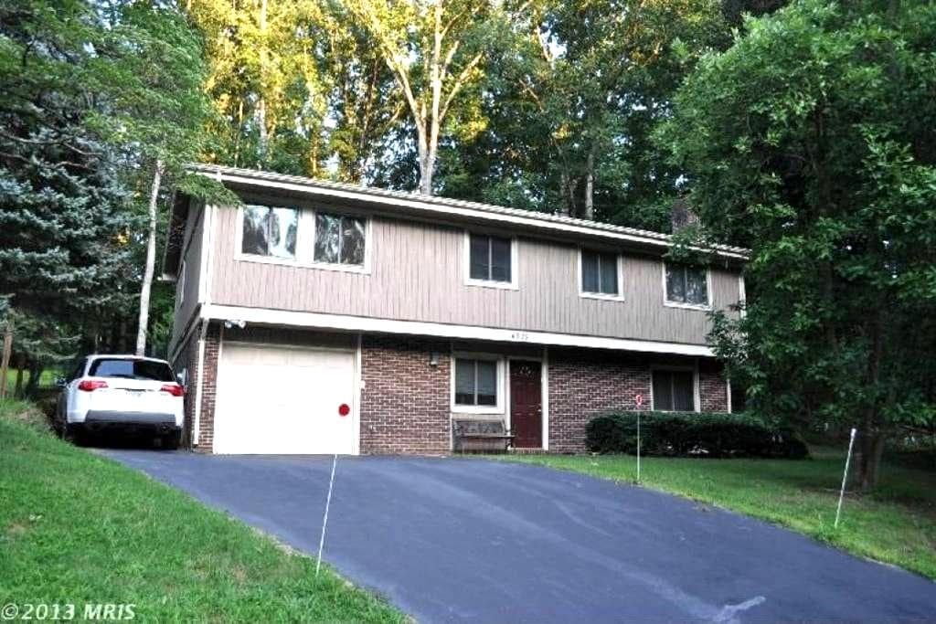 Private level with bed, bath & wifi - Gaithersburg - House