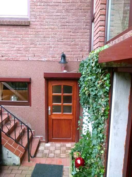 Moderne, ruhig gelegene Wohnung - Kiel - Apartamento
