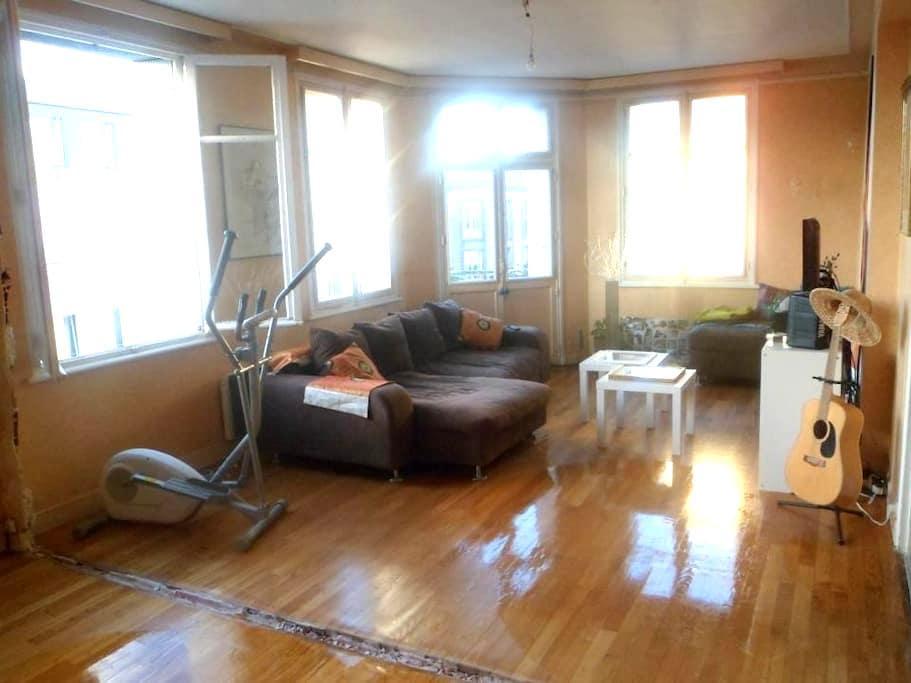 Chambre agréable dans appt 112 m2 rénove en cours - Brest - Apartment