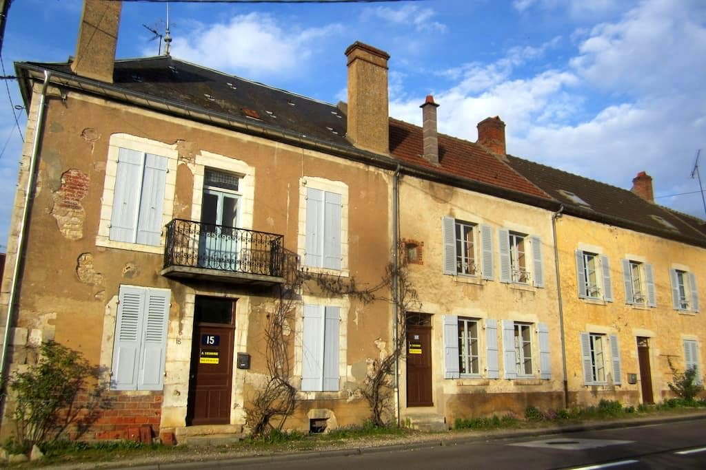 Back to the roots - Voutenay-sur-Cure - Hus